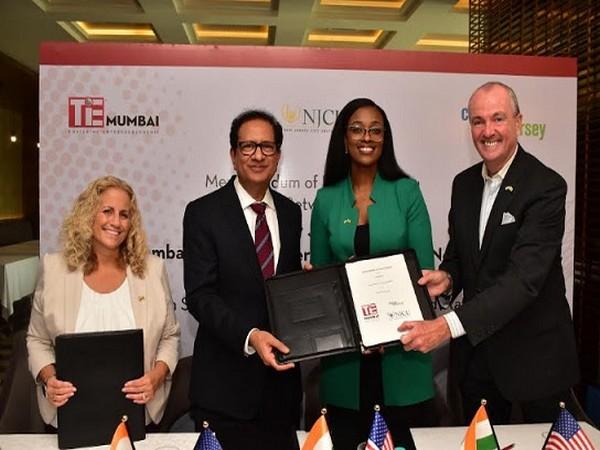 Margie, Atul Nishar, Tamara Cunningham and Governor Murphy signing the MoU with TiE Mumbai