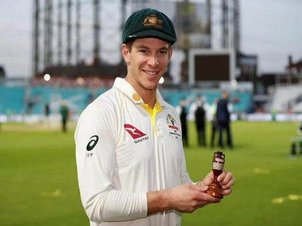 Australia skipper Tim Paine with Ashes trophy (file image)