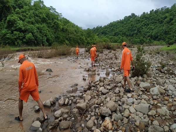 NDRF personnel conducting search operation for remaining thee persons. Photo/ANI