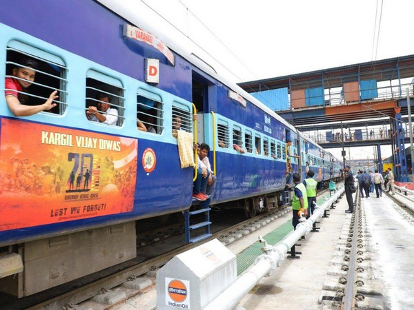 The Delhi-Varanasi Kashi Vishwanath Express train having vinyl wrappings of 'Kargil Vijay Diwas'written on them. (Photo:ANI)