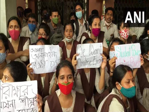 Visual of trainees of DIET'S agitating for online final exams