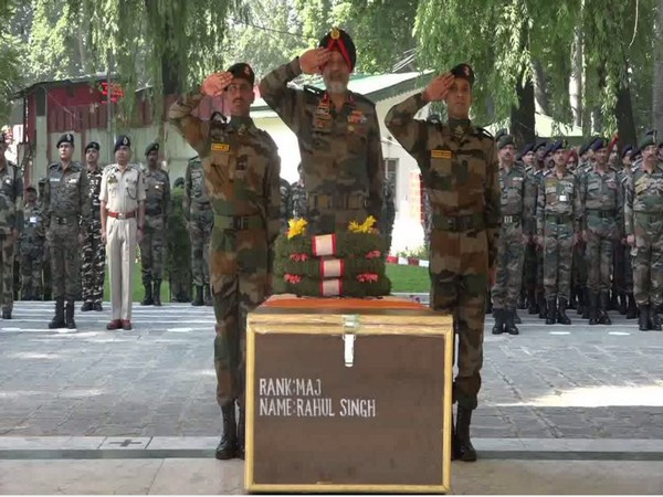 Chinar Corps Commander, Lt. General KJS Dhillon paying tribute to Major Rahul Singh in Srinagar on Wednesday