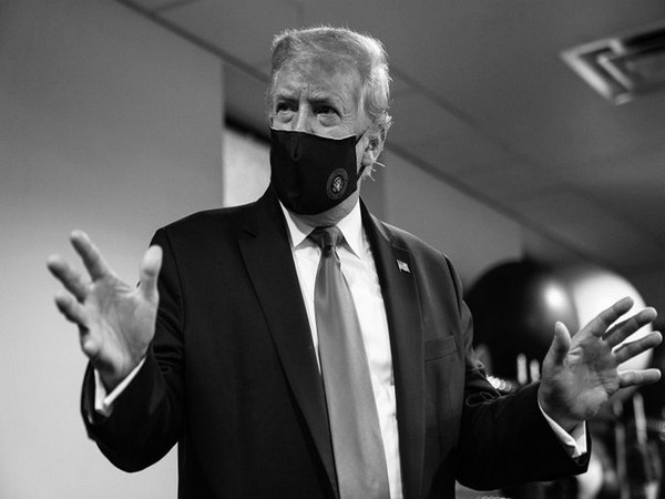 US President Donald Trump wearing a face mask.