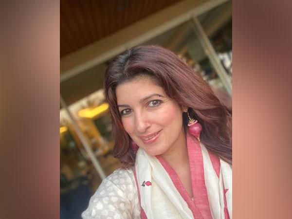 Twinkle Khanna wearing onion earrings(Image source: Instagram)