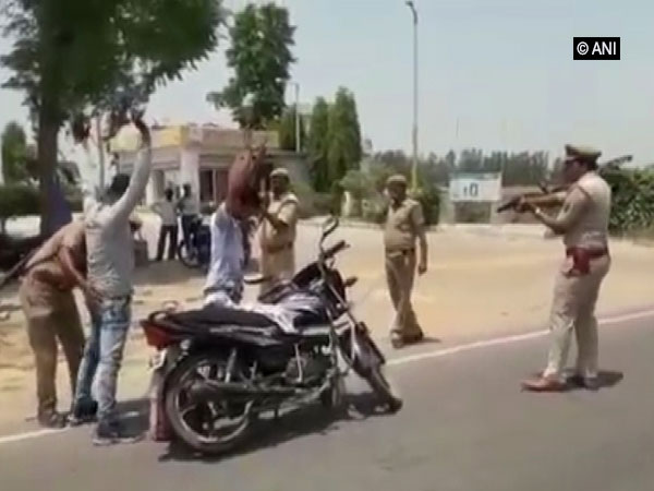 UP Police checking commuters on gunpoint. Photo/ANI