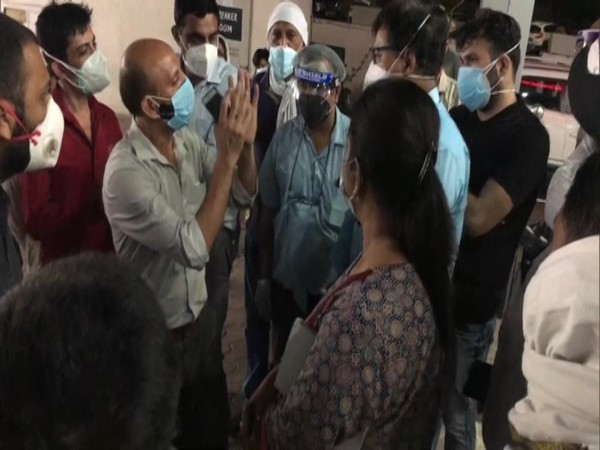 Family members creating ruckus at a hospital in Meerut. (Photo/ ANI)