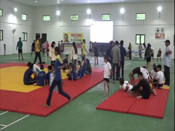 Children practicing yoga at Multipurpose Indoor Sports Hall in Ramnagar [Photo/ANI]