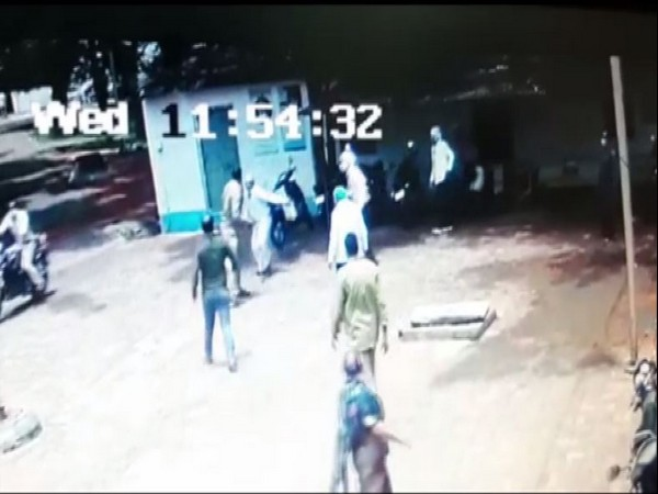 Screeengrab of the dispute between a doctor and a police constable.