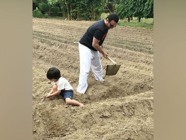 Saif Ali Khan with son Taimur Ali Khan (Image Source: Instagram)