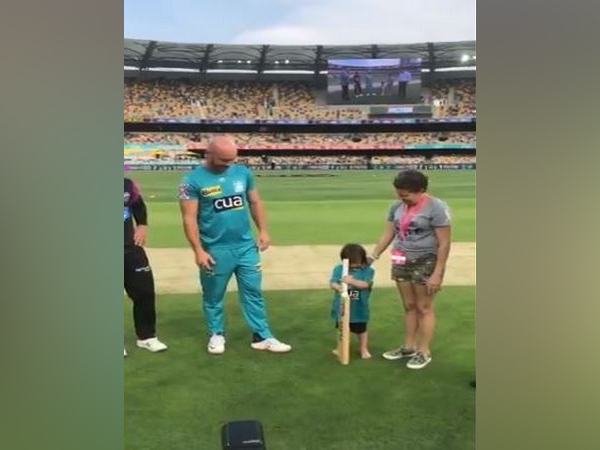 Bat-Flip during BBL match between Heat and Hurricanes (Photo/ BBL Twitter)