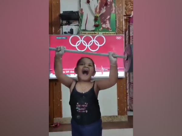 The little girl imitating Chanu (Image: Sathish Sivalingam's Twitter )