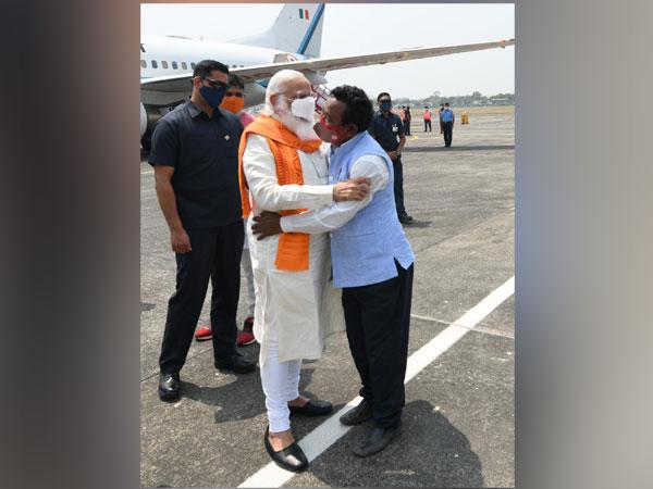 Karimul Haque meets Prme Minister Narendra Modi at Bagdogra International Airport on Saturday. [Photo/ANI]