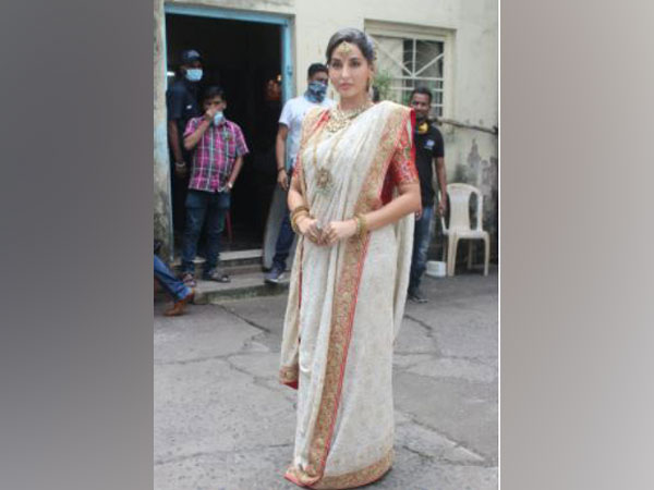 Nora Fatehi dressed up as Madhuri Dixit Nene, recreating her 'Dola Re Dola' look.