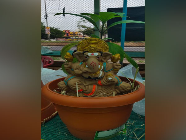 A Ganesh idol being sold in the pot so that it can turn into a plant