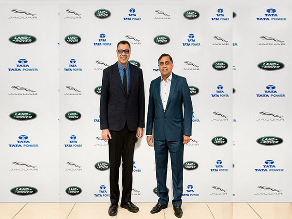 Rohit Suri of JLR India (left) with and Tata Power's Chief Financial Officer Ramesh Subramanyam