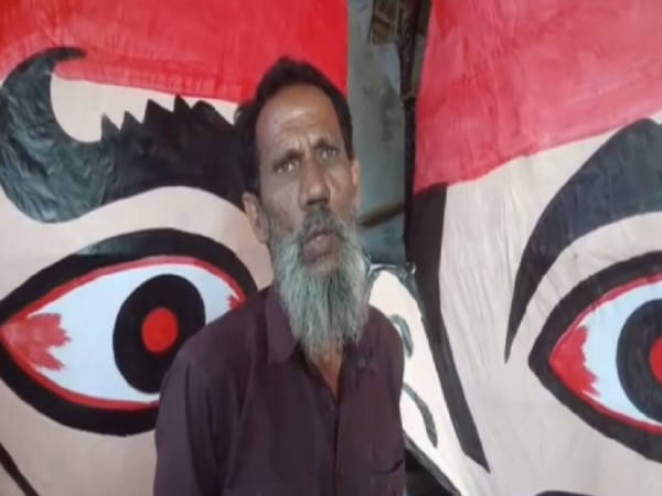 Ravan effigy maker in Rampur (Photo/ANI)