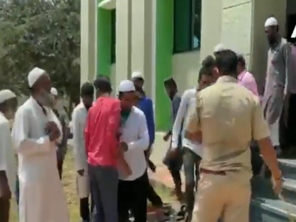 Belgaum police on Thursday thrashed people who had gone to offer prayers at a mosque despite the nationwide lockdown in force. Photo/ANI