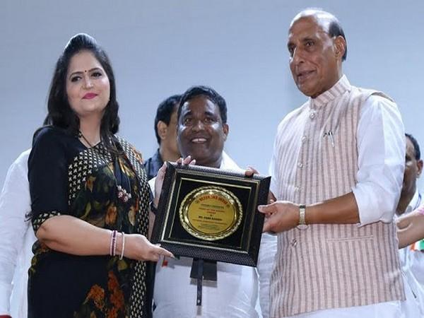 Usha Kakade accepting award from Rajnath Singh
