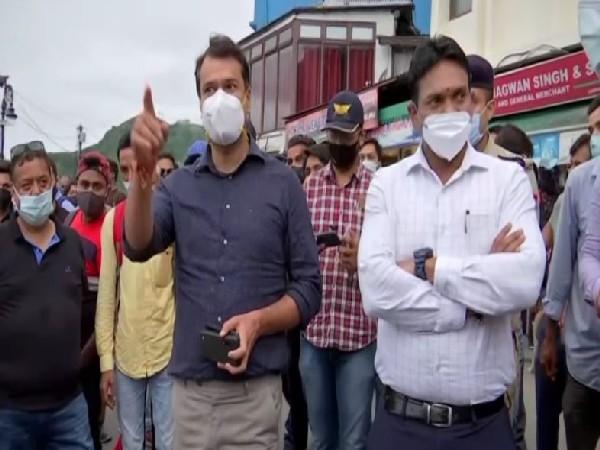 Dehradun District Magistrate Dr R Rajesh Kumar (right), SSP Dehradun Janmejay Khanduri visiting Mussoorie Mall Road on Saturday (photo/ANI)