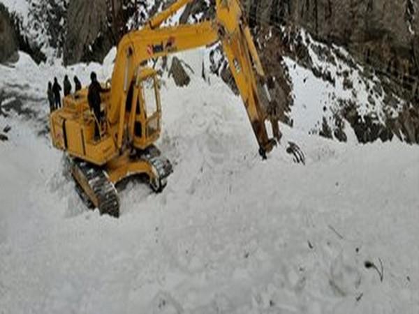 BRO keeps Malari-Rimkhim pass open in winter.