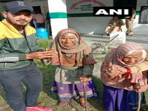 105-year-old Tara Devi and 103-year-old Kasturi Devi at the polling booth on Saturday in Uttarkashi. Photo/ANI