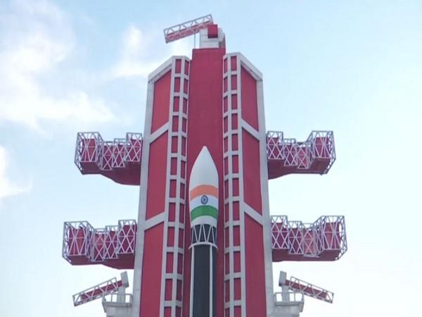 Pandal inspired by Chandrayaan-2 built-in Varanasi. Photo/ANI