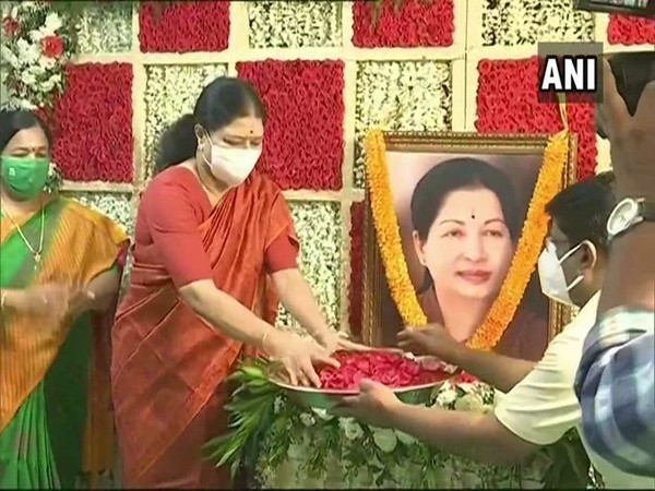 Sasikala paying tributes to former Tamil Nadu CM J Jayalalithaa on Wednesday.