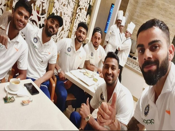 Kohli shares image with teammates before team's departure