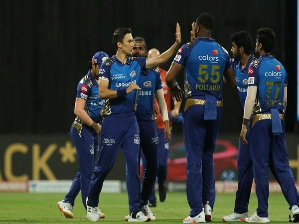 Mumbai Indians in action against RCB (Photo/ iplt20.com)