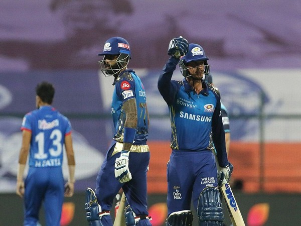 Suryakumar Yadav and Quinton de Kock in action against Delhi Capitals. (Photo/ iplt20.com)