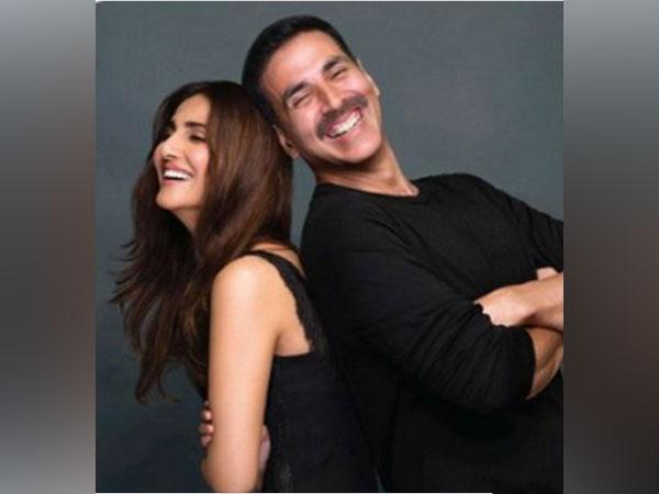 Actors Vaani Kapoor and Akshay Kumar (Image source: Twitter)