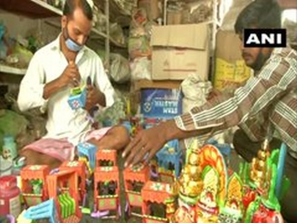 Artisans at a factory in Varanasi. Photo/ANI
