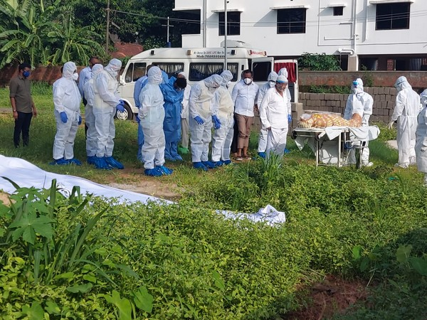 Mangaluru MLA and former health minister UT Khader participated in a COVID-19 victim's burial ceremony on Wednesday.