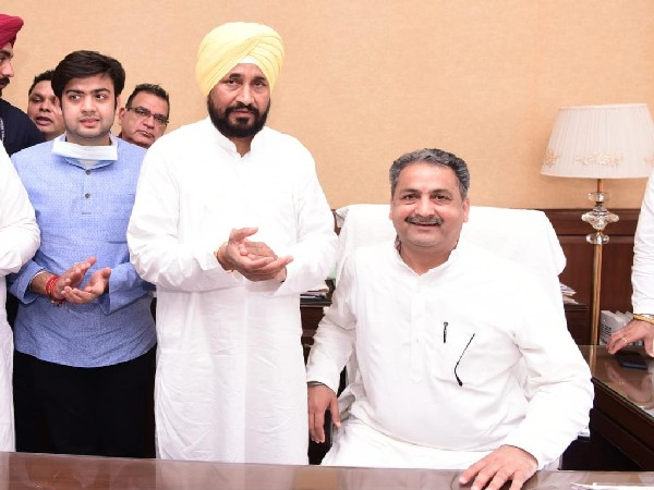 Vijay Inder Singla taking charge of PWD and Administrative Reforms Minister in Punjab