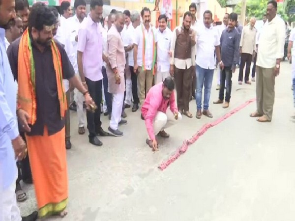 The BJP state unit of Andhra Pradesh celebrated the formation of Fadnavis-led government in Maharashtra