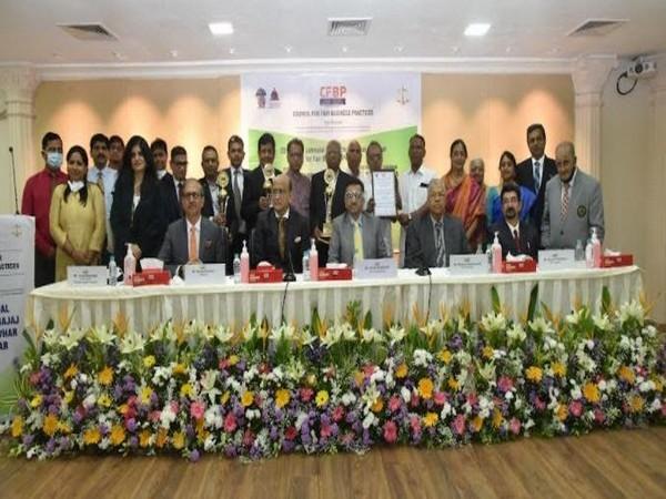 Vineet Bhatnagar, Swapnil Kothari, Anant Singhania Niranjan Jhunjhunwala, Anand Patwardhan with the winners of 33rd CFBP Jamnalal Bajaj Awards for Fair Business Practices