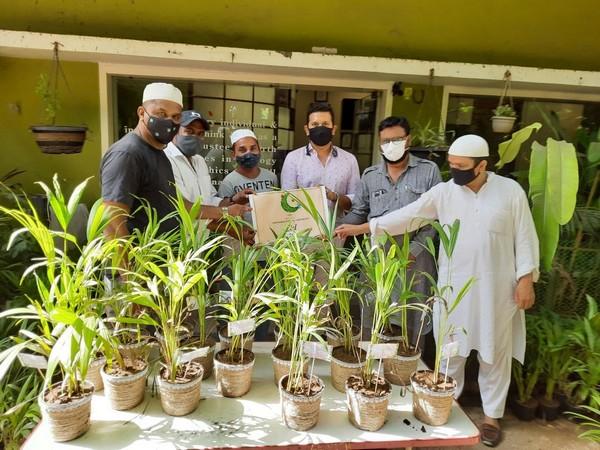 Viral Desai took the initiative to give a tree in Eidi
