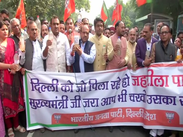 BJP leaders protest against contaminated water in Delhi. Photo/ANI