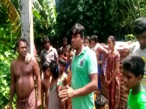 One of the BJP supporters in Basirhat who alleged that they were attacked by TMC workers after they complained about cut-money issue in the state. (Photo: ANI)