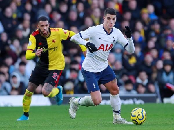 Tottenham Hotspur's Erik Lamela in action with Watford's Etienne Capoue