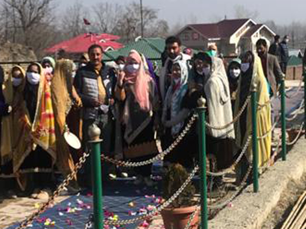 Foreign diplomats receive traditional welcome in J-K