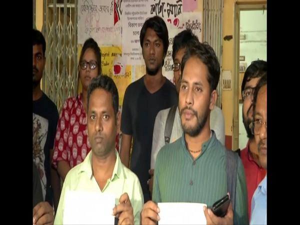 Students protest after screening of 'Ram ke Naam' at Jadavpur University