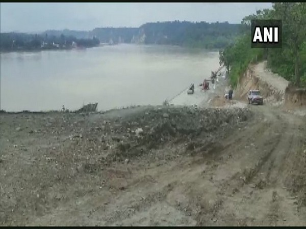 Visuals from the repair work being carried out on Gandak dam on Tuesday. Photo/ANI
