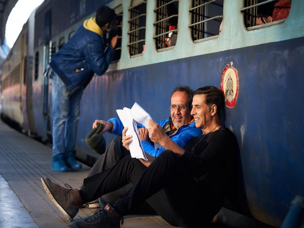 Akshay Kumar with Aanand L Rai (Image source: Twitter)