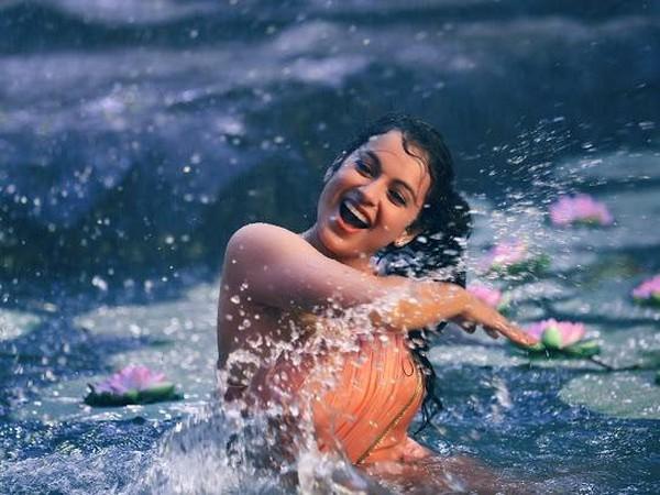 Kangana Ranaut in 'Chali Chali'