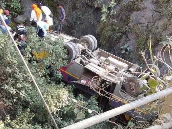 Bus accident on Badrinath highway
