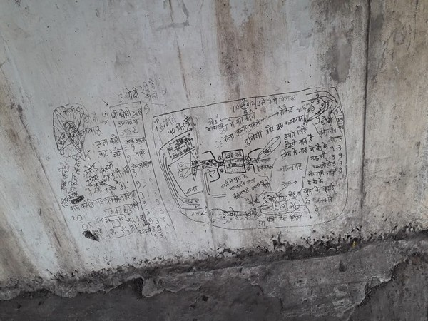 The graffiti praising ISIS chief Abu Bakr Al-Baghdadi was first spotted by some locals on Tuesday. (Photo/ANI)