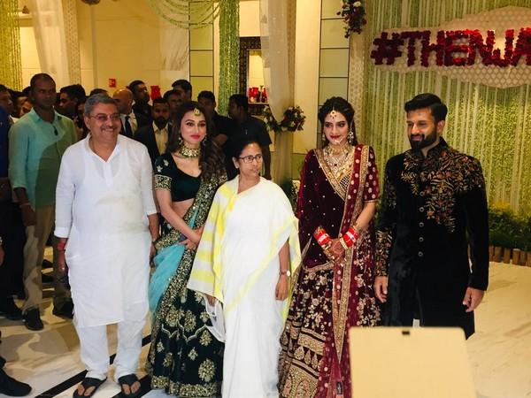 Mimi Chakraborty with West Bengal Bengal CM Mamta Banerjee, TMC Leader Kalyan Bandyopadhyay at Nusrat Jahan's wedding reception