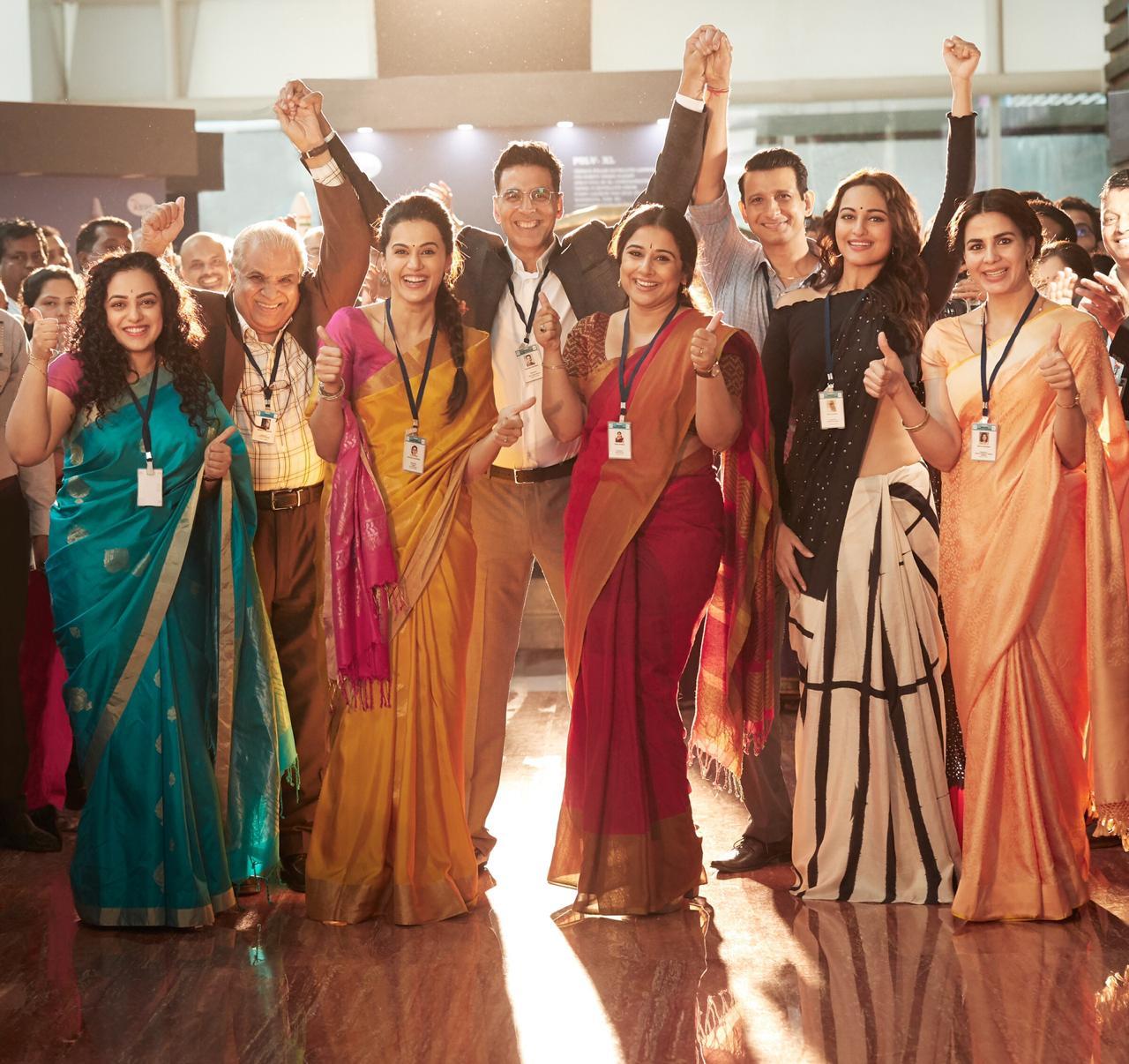 Akshay Kumar with the team of 'Mission Mangal'