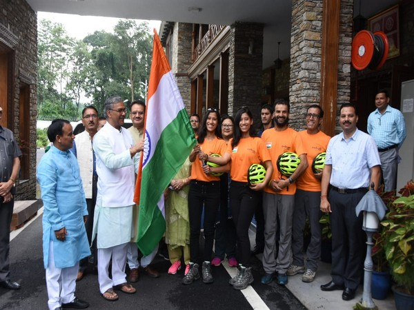Chief Minister Trivendra Singh Rawat with the team on Thursday (Photo/ANI)
